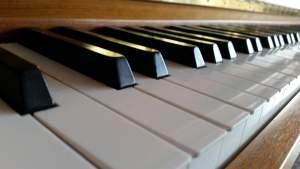 Trauermusik anhören. Lieder für Beerdigungen